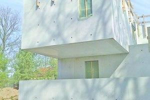 """Um den gewünschten monolithischen Ausdruck zu erreichen, verwendeten die Architekten Leichtbeton, der vor Ort hergestellt wurde<span class=""""bildnachweis"""">Fotos (2): Keimfarben</span>"""