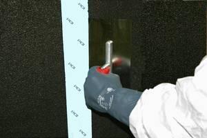 Gebäudetrennfugen werden mit selbstklebendem Dichtband – hier PCI Pecitape – überbrückt