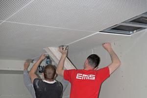 Trockenbauarbeiten: Die Sparren sind im Dach nicht mehr sichtbar, sie werden verblendet, da sie der Dämmebene liegen