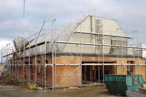 Den Neubaukörper betonierten die Handwerker mit einer Innen- und Außenschalung in das Bestandsgebäude hinein