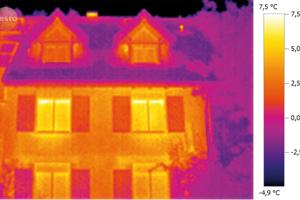 Dämmung überprüfen mit Hilfe von Thermografie. Dieses Haus ist ordentlich gedämmt