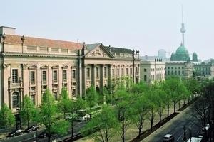 Diesen Anblick der Staatsbibliothk bekommt man Unter den Linden in Berlin erst wieder zu sehen, wenn auch der 2. Bauabschnitt abgeschlossen ist