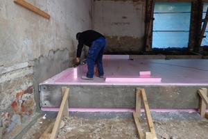 PU-Dämmung für die Botenplatte aus Stahlbeton