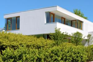 Der pastöse Oberputz weber.pas top schützt Fassaden langanhaltend vor Algen- und Pilzbewuchs. Er verfügt über eine hydrophile Oberfläche ohne biozide Filmkonservierung