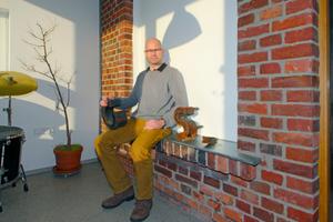 Thomas Wieckhorst, Chefredakteur der bauhandwerk, im Obergeschoss des Anbaus an das Gründerzeitwohnhaus in der Gütersloher Roonstraße (ab Seite 16)<br />Foto: Thomas Schwarzmann<br />Kontakt: 05241/801040, thomas.wieckhorst@<br />bauverlag.de