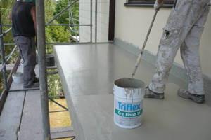 Eine Flächenversiegelung in flammhemmender Sondervariante sorgt dauerhaft für erhöhten Brandschutz auf Balkonen<br />Fotos: Triflex
