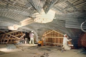 Montage des Rippenstreckmetalls im Zuge der Sanierungsarbeiten im Bodemuseum auf der Berliner Museumsinsel<br />