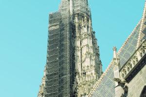 Das Arbeitsgerüst am Turm des Wiener Stephansdoms beginnt in einer Höhe von 80m und endet bei 137m