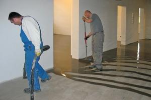Für große Flächen im Wohnungs- und Gewerbebau empfiehlt sich die Verwendung eines Fließestrichs