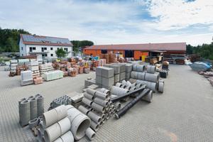 Im Baustoffhandel versorgen sich Selberbauer und kleinere Bauunternehmen der Region mit Material