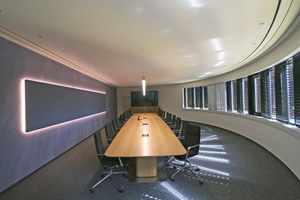 Ein Besprechungsraum im ovalen Turm des Empfangsgebäudes