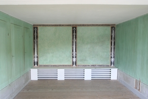 Raum mit grüner Wandgestaltung und Malereien im Schloss Wörlitz<br />