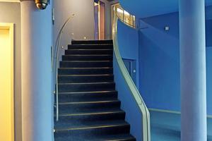 Kräftige Farben im Gebäude