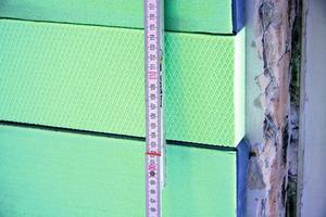 Ausgleich von Restflächen mit Styrodur, da die Isover Kontur VorsatzschalenVacuPads nicht zugeschnitten werden dürfen<br />