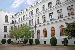 Für die Neugestaltung der Fassade des Altonaer Rathauses kamen nur hochwertige Beschichtungen in Frage<br />