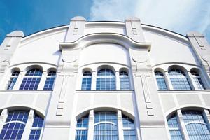 Moderne Fassadenprofile mit EPS-Kern oder aus Leichtgranulat kommen in erster Linie bei der Sanierung historischer Fassaden zum Einsatz<br />