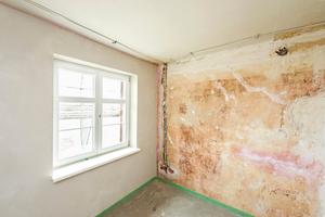 Rechts: Fensterlaibungen wurden mit 25 mm dicken Laibungsplatten ausgeführt