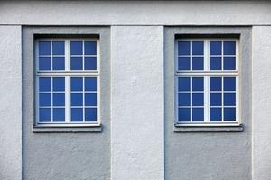 Im gesamten Gebäudekomplex wurden Holzdenkmalfenster HDF 68 Stil von Kneer-Südfenster eingebaut. Insgesamt wurden 300 Fenster originalgetreu rekonstruiert