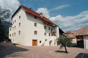 Der Adelssitz (Ansitz) des Lanserhauses in Eppan nach Abschluss der Sanierungs- und Umbauarbeiten<br />Fotos: Johannes Fein<br />