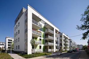 """Vier der 77 Wohngebäude im Wiesbadener Weidenborn dienen einem spannenden Experiment: Welche Bauweise ist effizienter, Passivhaus oder EnEV 2009-Bauweise? <span class=""""bildnachweis"""">Foto: Axel Stephan / Sto</span>"""