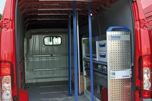 Das Bild auf der nächsten Seite zeigt die Inneneinrichtung des Testfahrzeugs