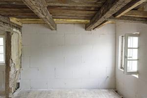 Vollflächig mit Mineraldämmplatten gedämmte Außenwände im denkmalgeschützten Fachwerkhaus in Soest