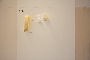Haftprüffeld nach der Prüfung mit verschiedenen Klebestreifentypen Fotos: Knauf<br />