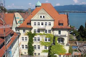 Die Villa vor Beginn der Sanierungsarbeiten (Hofseite)<br />