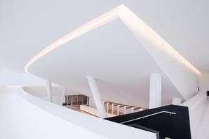 Die Decke im Foyer des Gütersloher Stadttheaters ist ein Musterbeispiel für eine in Q3 Qualität gespachtetlete Gipsplattenoberfläche<br />Foto: Knauf / Bildwerk-Melle / Klaus Frahm<br />