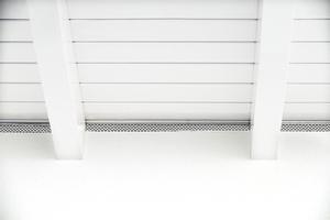 Die Lüftungsöffnung unterhalb des Daches ist für eine funktionsfähige Hinterlüftung der Knauf VHF<br />unerlässlich. Auch hier ist die Lüftungsöffnung mit einem Kleintiergitterschutz versehen<br />