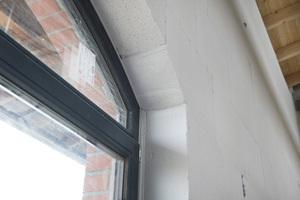 Mineralische Innendämmung im Detail an einem der Rundbogenfenster<br />