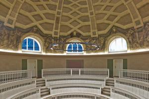 Besonders beeindruckend ist die restaurierte und wieder hergestellte Malerei der Kuppel und des Tambourrings<br />