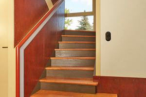 Treppenhaus mit ursprünglicher Farbigkeit