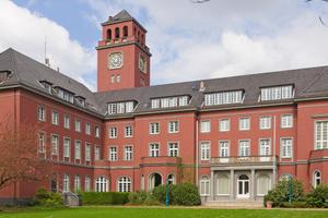 Die Putzfassade des Bezirksamts Bergedorf wurde vom Hamburger Malerbetrieb Hollenbach fachgerecht instandgesetztFoto: Michael Gelfert / Alligator