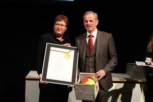 Staatssekretärin Gleicke vom Bundeswirtschaftsministeriumüberreichte Axel von der Herberg den Bundesinnovationspreis<br />