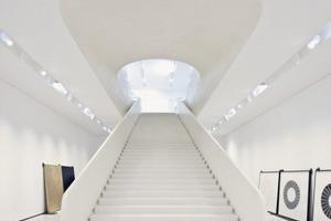Die Treppe führt hinab in den unterirdischen Neubau<br />