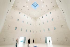 """Das """"Herz"""" ist das eigentliche Kernstück der Bibliothek: Ein vollkommen leerer und absolut geometrischer Raum über vier Etagen"""