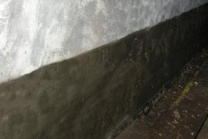 """Die salzresistente Haftbrücke unter dem Dichtspachtel wurde mit """"Sulfatexschnlämme schnell"""" im System ausgeführt<br />"""