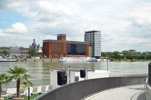Blick auf den Speicher nach Abschluss der Umbauarbeiten vom anderen Ufer des Rheins<br />