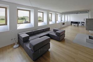 Die großen Räume im Erdgeschoss bieten viel Platz zum Wohnen und sogar zum Tanzen