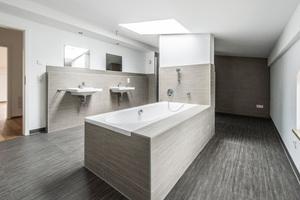 Unten links: Eine exklusive Ausstattung wie bei diesem Bad gehört zum Wohnen in den Zollhäusern dazu