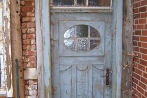 Die alte Eingangstür wurde nach historischem Vorbild in der Fachwerkstatt neu konstruiert<br /> Foto: Fachwerkstatt Drücker &amp; Schnitger