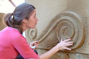 Kreatives Gestalten mit Lehmputz kann man als Weiterbildung bei der Europäischen Bildungsstätte für Lehmbau in Ganzlin lernen⇥Foto: Margit Beilhack
