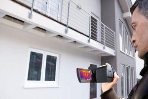 """Wenn Hauseigentümer """"rot"""" sehen: mit IR-Kameras lassen sich Gebäude thermografisch überprüfen"""