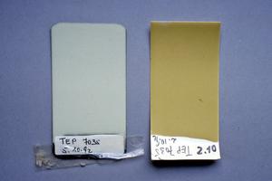 Rechts: Beschichtungsproben, links Originalfarbton, rechts nach einem Jahr UV-Belastung