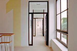 Auf der Nordseite bildet ein Flur zwischen der Außenwand und den eingestellten Wohnboxen eine energetische Pufferzone<br />