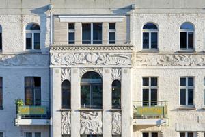 Moderner Fassadenschmuck: Details der von Sebastian Rost entworfenen Ansicht der Berliner Kastanienallee 79