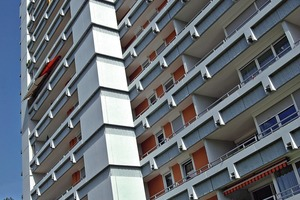 """<div class=""""99 Bildunterschrift_negativ"""">An drei 1970 erbauten Hochhäusern wurden insgesamt rund 33000 m<sup>2</sup> Fassade instand gesetzt. Vorgegeben war ein nachhaltiger Oberflächenschutz sowie eine optische Aufwertung</div>"""