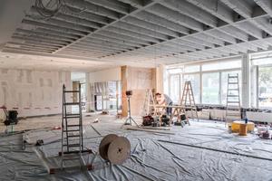 Einbau der Heizkörperverkleidung im Erdgeschoss