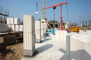 Für einen schnellen Baufortschritt sorgten die großformatigen Kalksandsteine<br />